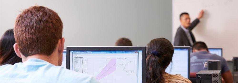 Jianbiao John Pan in computer classroom with students