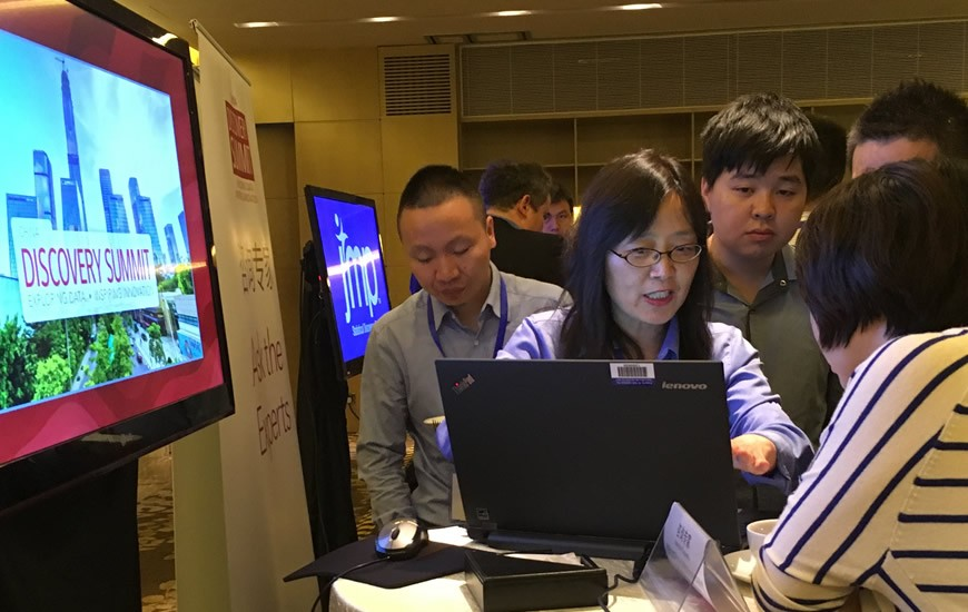 Jianfeng Ding with customers
