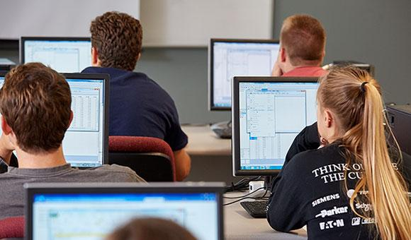 Students learning JMP at Cal Poly